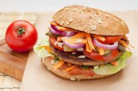 Ein Euro des Mutter Theresa Charity-Burgers geht an soziale Projekte in der Region.